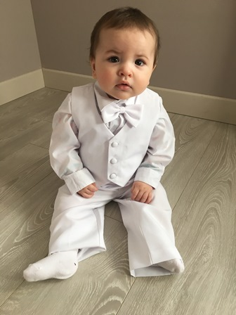 23aa16bfc3b04 Je vous envoie quelques photos de mon fils de 9mois avec le costume  commandé